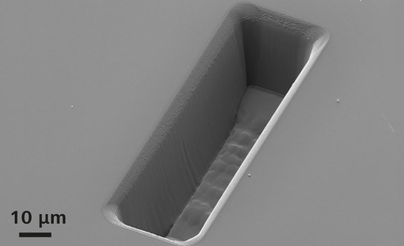 The FIB column of the ZEISS Crossbeam Family is uniquely equipped with a beam current of 100 nA. This trench is milled in silicon, dimensions 100 × 30 × 25 μm³, milling time 10 minutes using 100 nA FIB current. Note the precision of the structure.